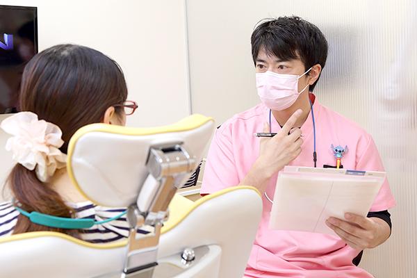 3、患者さんと口の中の状態や治療内容をオープンな形で情報共有しています